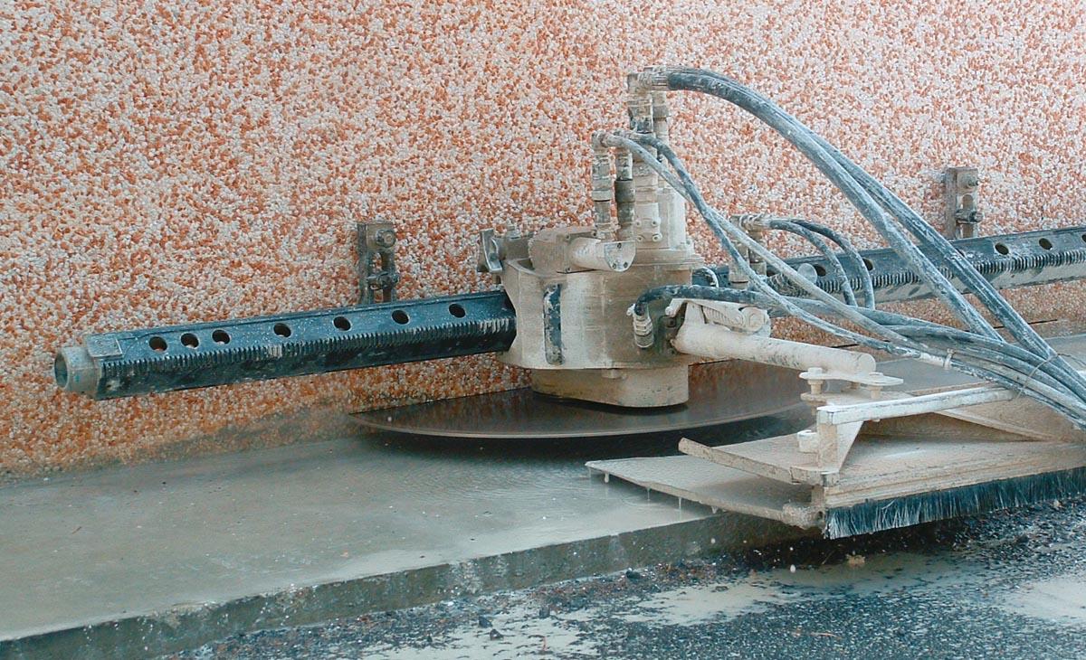 Demolizione controllata e taglio del cemento armato